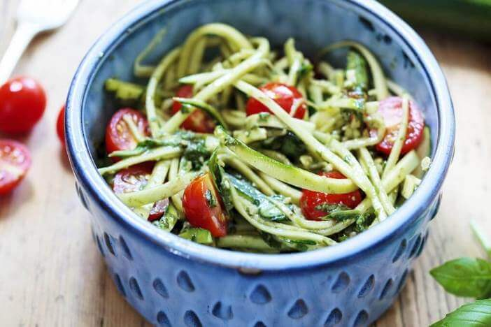Upfit Zucchinispaghetti mit Tomate Rezept