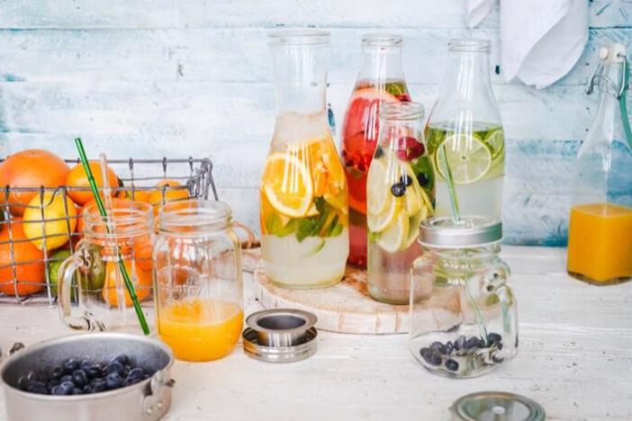 Zuckerhaltige Getränke und Infused Water