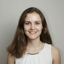 Lena im Team Upfit Head of Kundenservice