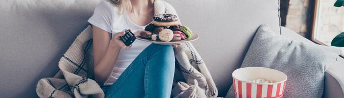 woman-watching-tv-with-unhealthy-snacks-sugar-alternatives