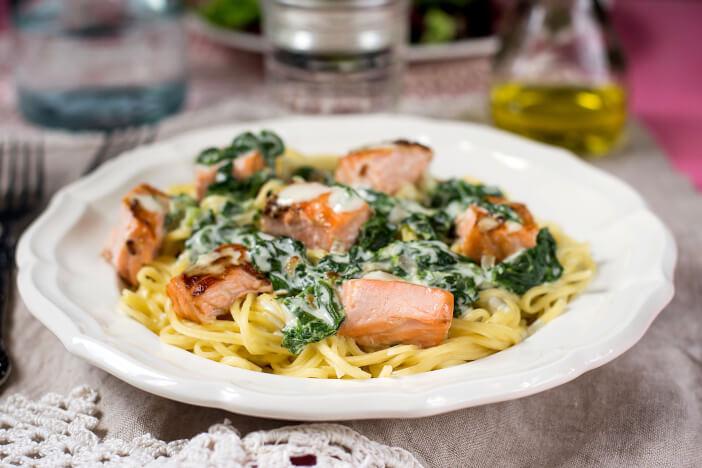 upfit-Lachs-auf-Spinat-Zitronen-Pasta