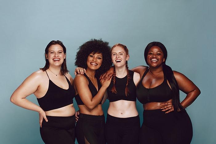 verschiedenen Frauen mit verschiedenen Körpertypen